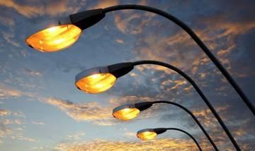 На севере Петербурга досрочно осветили Домостроительную улицу